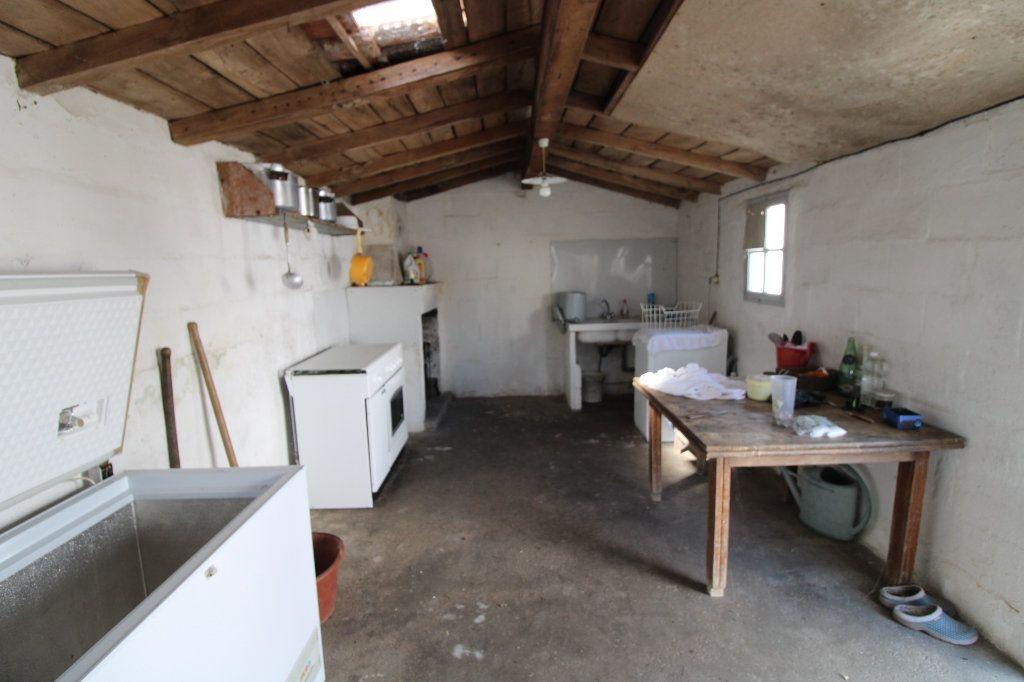Maison à vendre 6 139.08m2 à Corme-Royal vignette-10