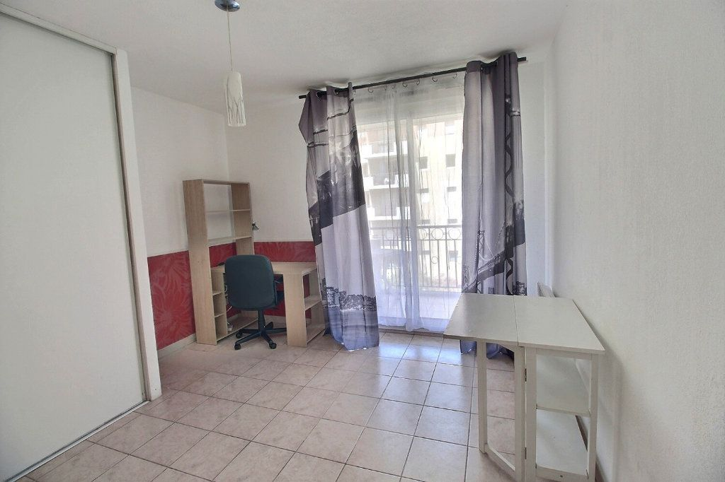 Appartement à louer 1 19m2 à Marseille 10 vignette-1