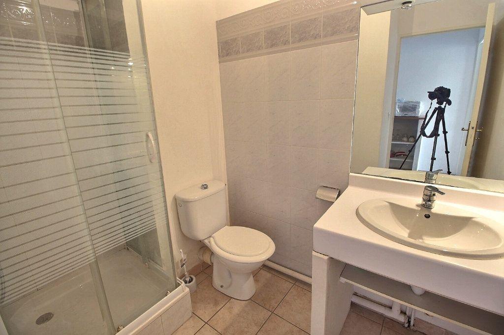 Appartement à louer 1 19m2 à Marseille 10 vignette-2