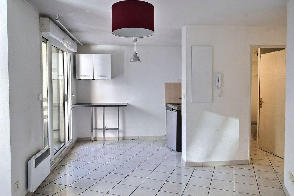 Appartement à louer 2 29m2 à Marseille 5 vignette-1