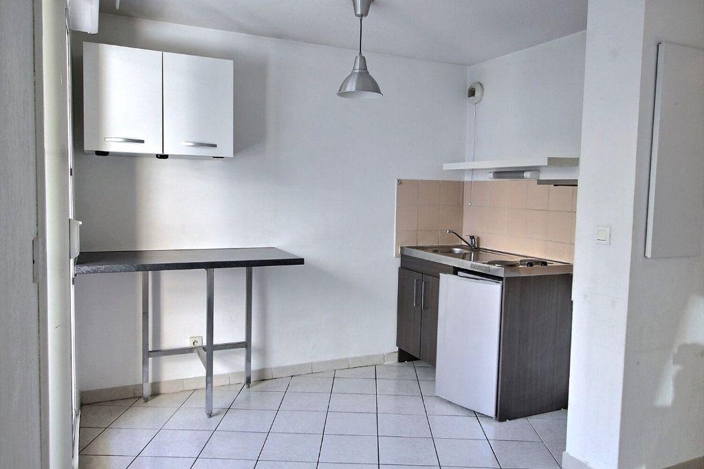 Appartement à louer 2 29m2 à Marseille 5 vignette-3