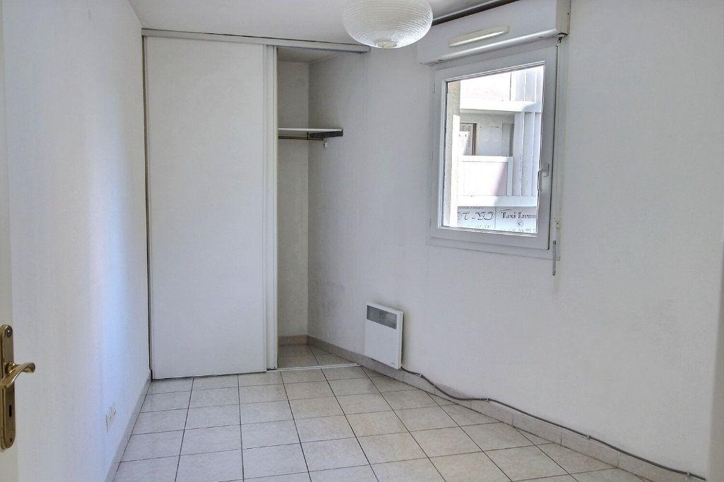 Appartement à louer 2 29m2 à Marseille 5 vignette-4