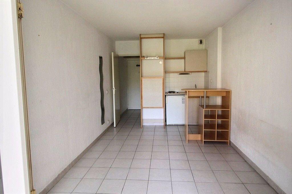 Appartement à louer 1 19m2 à Marseille 5 vignette-1