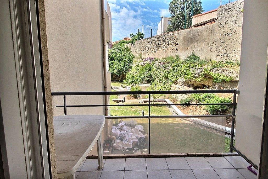 Appartement à louer 1 19m2 à Marseille 5 vignette-2