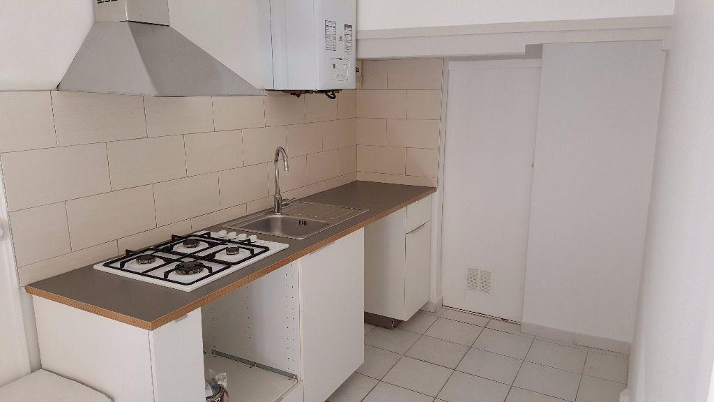 Appartement à louer 1 30m2 à Marseille 8 vignette-1
