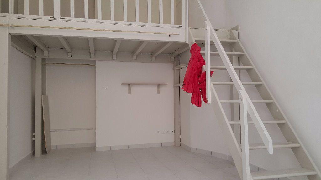 Appartement à louer 1 30m2 à Marseille 8 vignette-2
