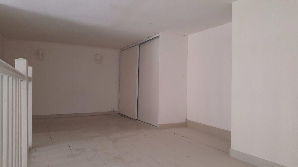 Appartement à louer 1 30m2 à Marseille 8 vignette-3