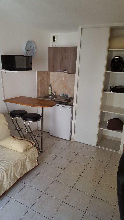 Appartement à louer 1 19m2 à Marseille 5 vignette-3