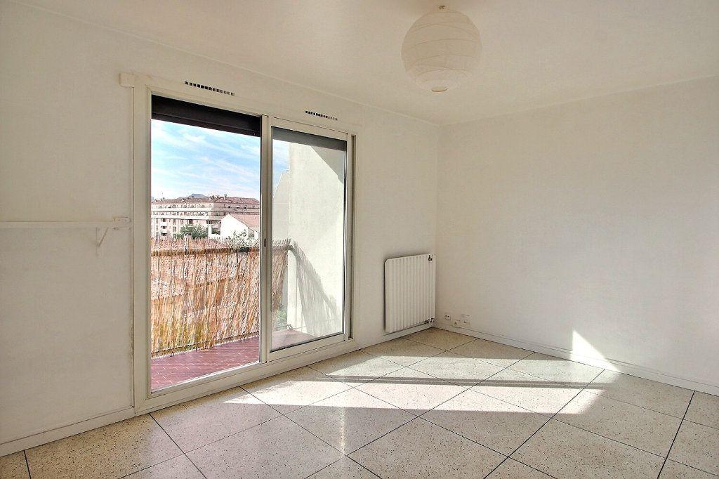 Appartement à louer 1 30m2 à Marseille 10 vignette-1
