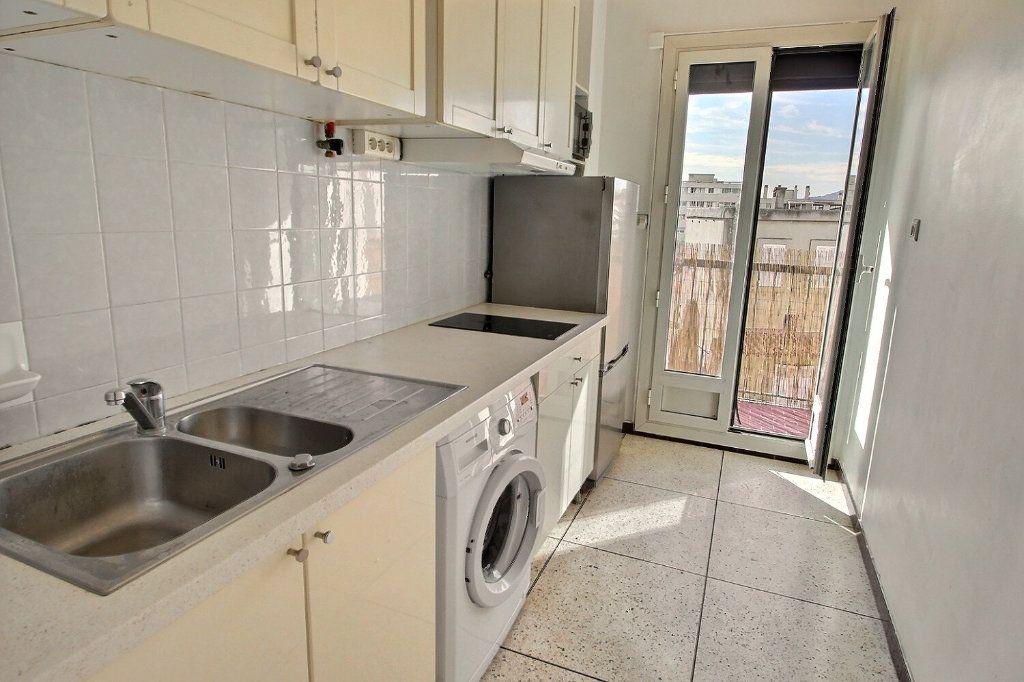 Appartement à louer 1 30m2 à Marseille 10 vignette-2