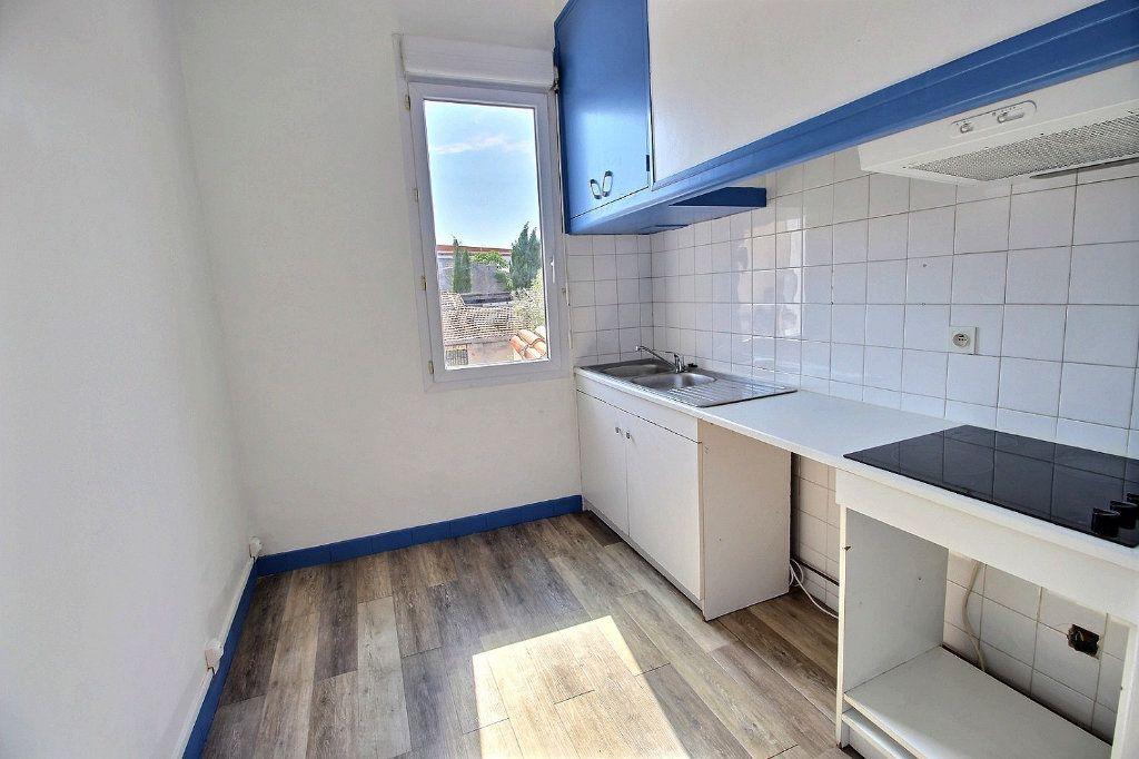 Appartement à louer 2 0m2 à Marseille 5 vignette-1