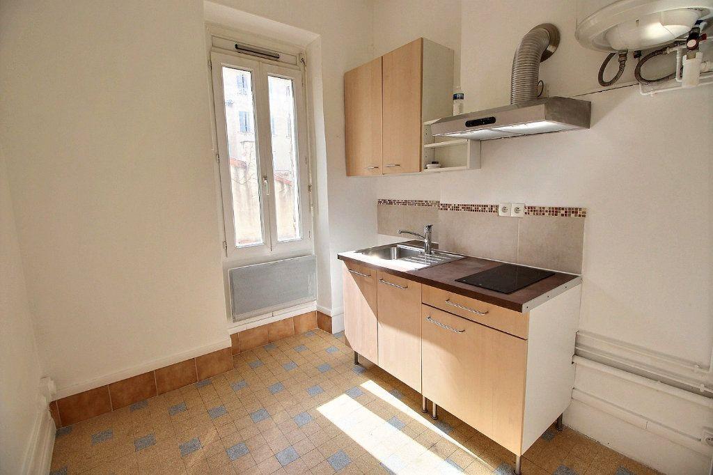 Appartement à louer 2 0m2 à Marseille 6 vignette-1