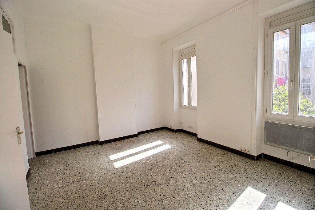 Appartement à louer 2 0m2 à Marseille 6 vignette-2