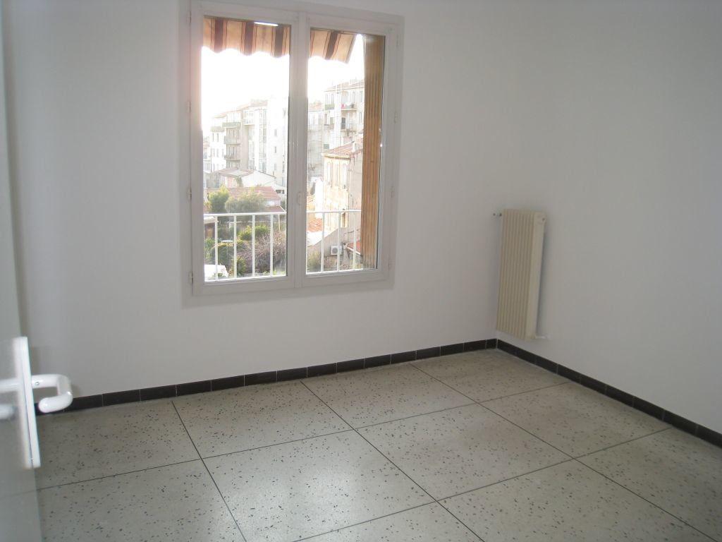 Appartement à louer 2 38m2 à Marseille 5 vignette-1