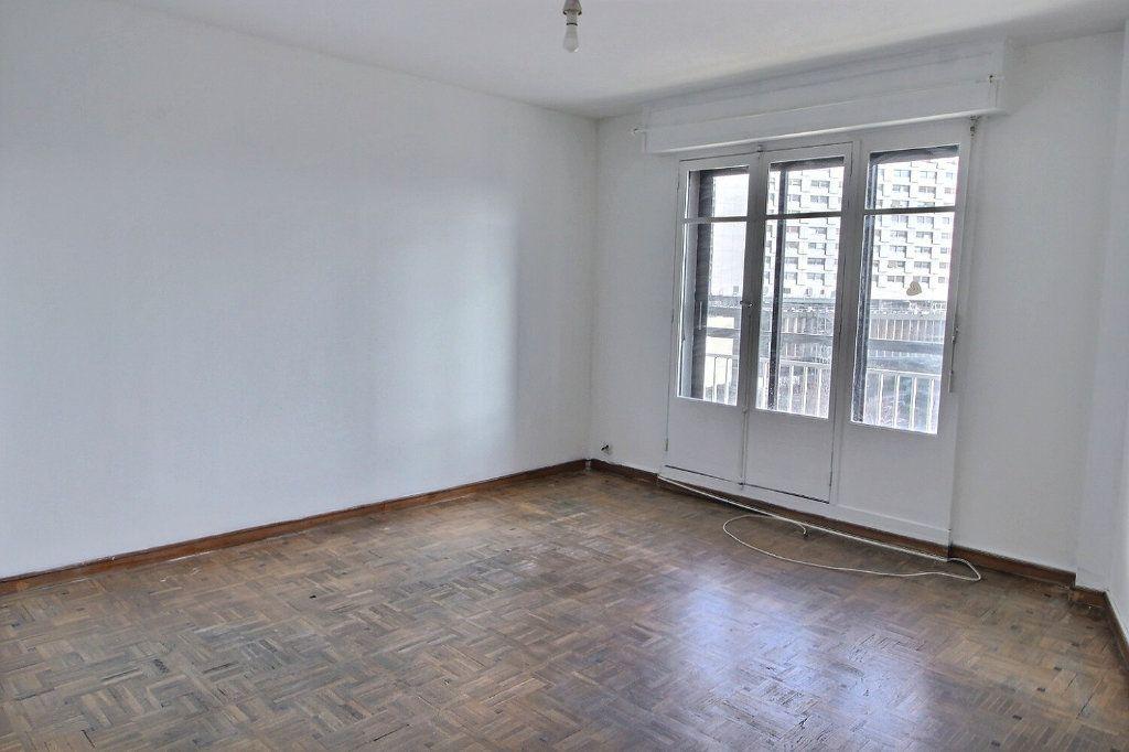 Appartement à louer 2 46m2 à Marseille 5 vignette-1