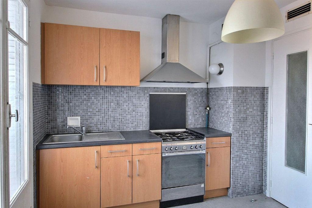 Appartement à louer 2 46m2 à Marseille 5 vignette-2