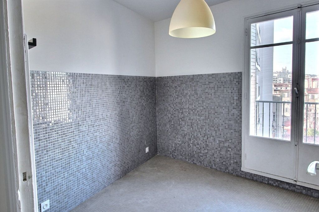 Appartement à louer 2 46m2 à Marseille 5 vignette-3