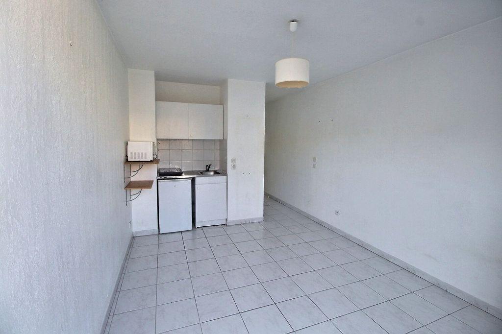 Appartement à louer 1 23m2 à Marseille 5 vignette-2