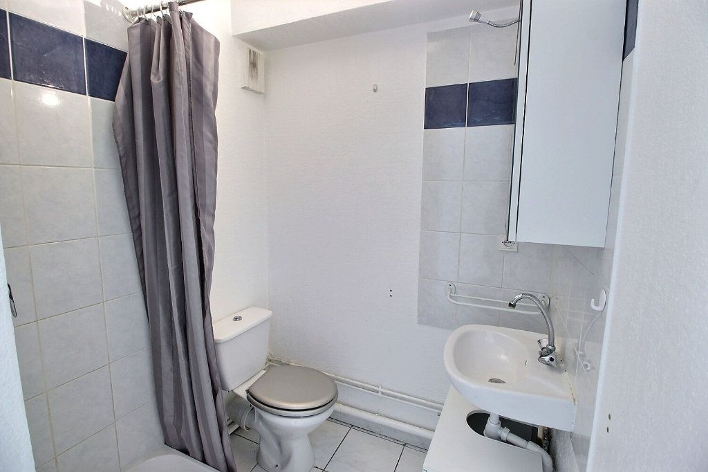 Appartement à louer 1 23m2 à Marseille 5 vignette-3