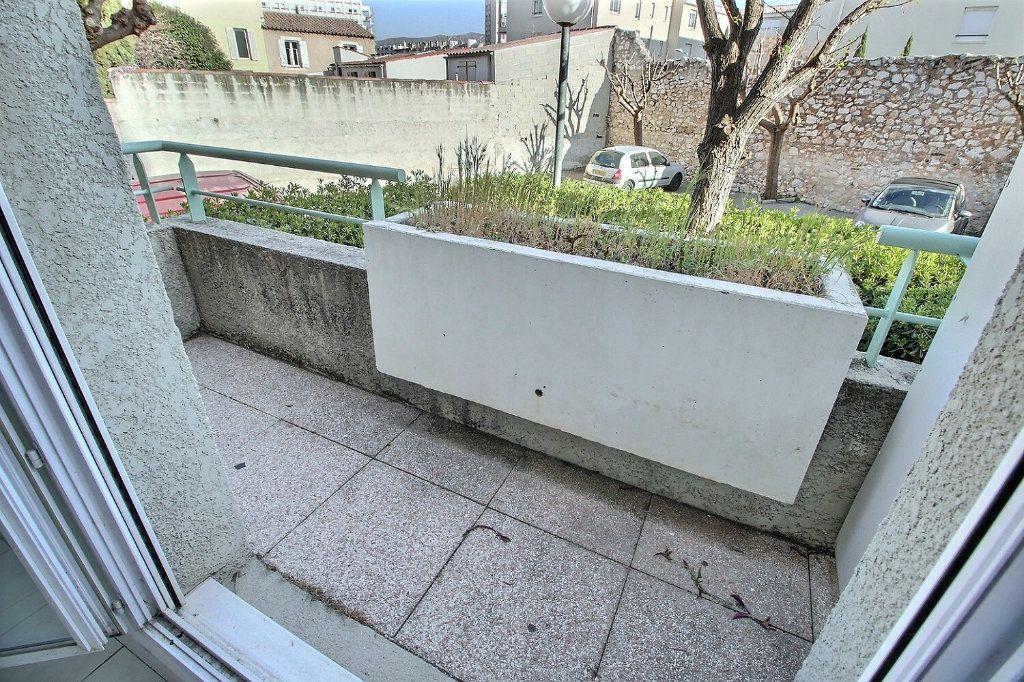Appartement à louer 1 23m2 à Marseille 5 vignette-4
