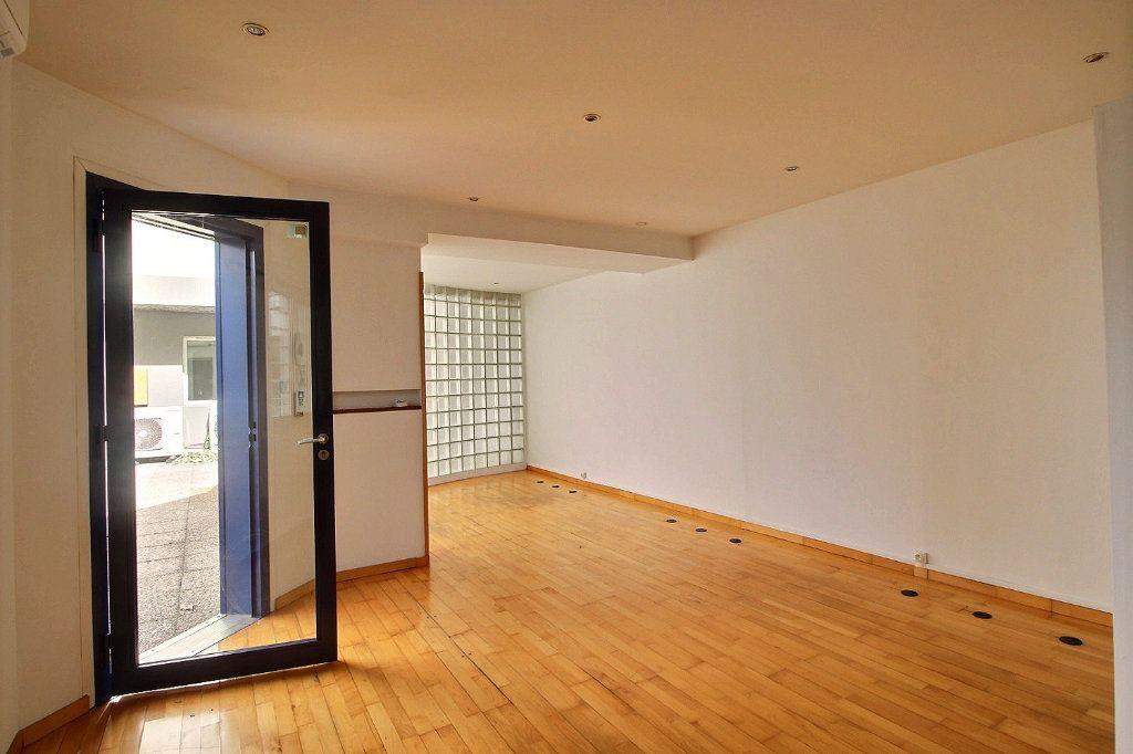 Appartement à louer 1 36m2 à Marseille 5 vignette-1