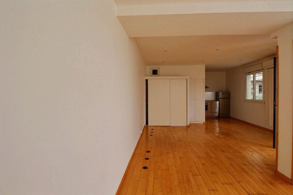 Appartement à louer 1 36m2 à Marseille 5 vignette-2