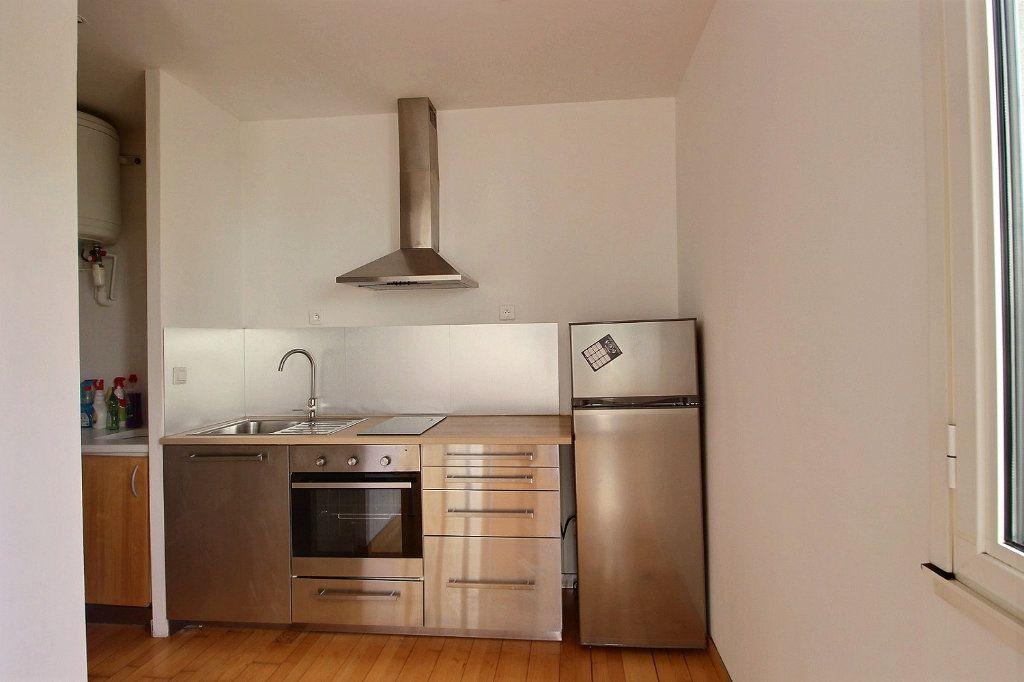 Appartement à louer 1 36m2 à Marseille 5 vignette-3