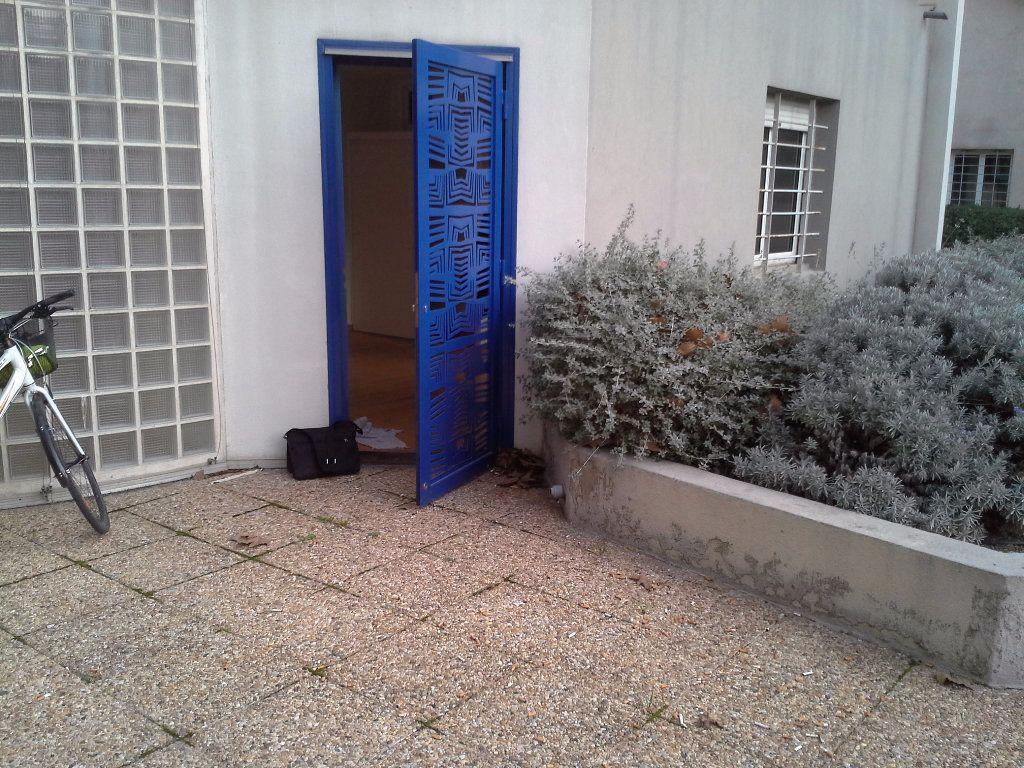 Appartement à louer 1 36m2 à Marseille 5 vignette-4