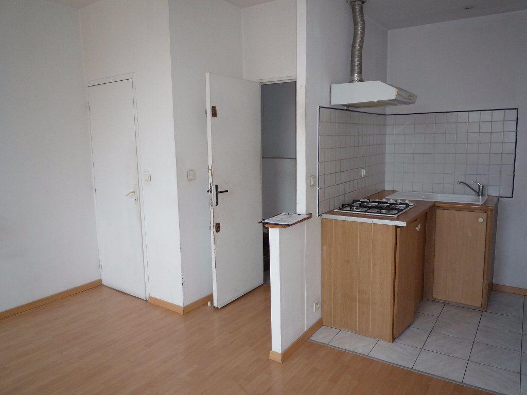 Appartement à louer 2 30m2 à Marseille 1 vignette-1