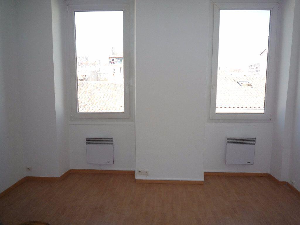 Appartement à louer 2 30m2 à Marseille 1 vignette-2