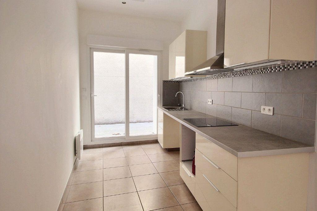 Appartement à louer 3 55m2 à Marseille 13 vignette-1