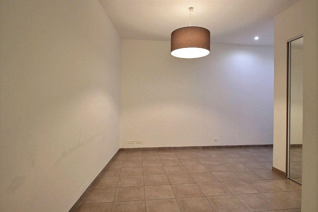 Appartement à louer 3 55m2 à Marseille 13 vignette-2
