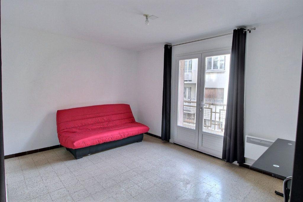 Appartement à louer 1 24m2 à Marseille 5 vignette-1