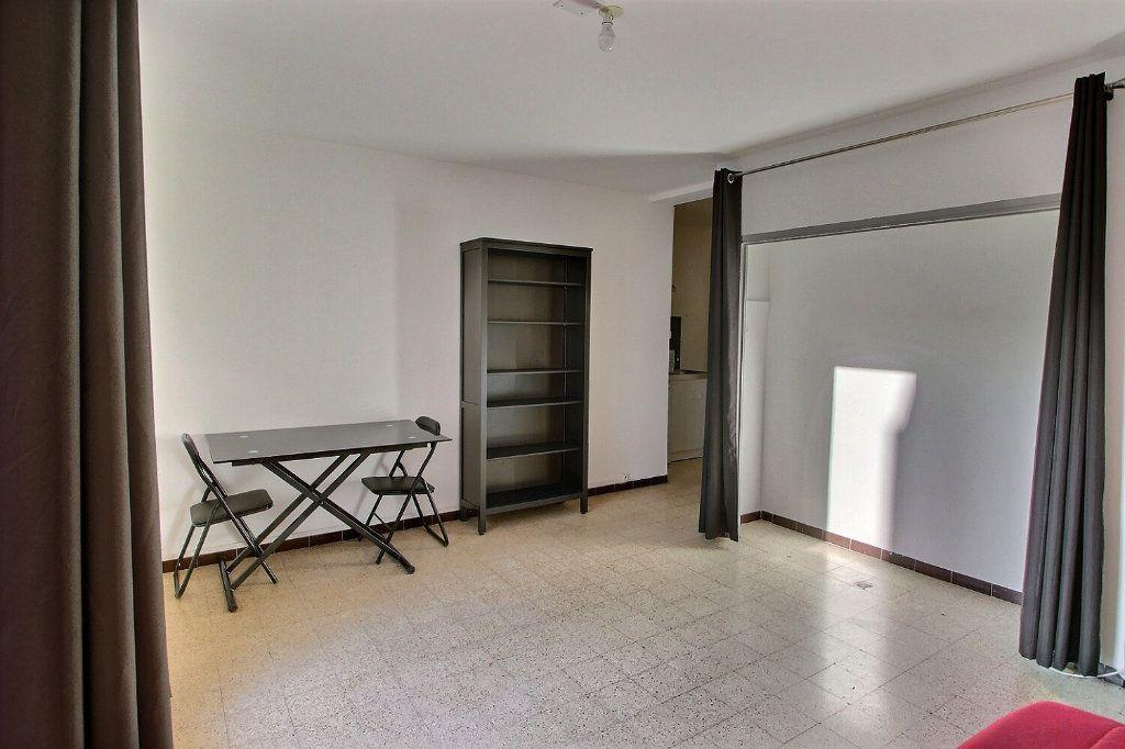 Appartement à louer 1 24m2 à Marseille 5 vignette-3