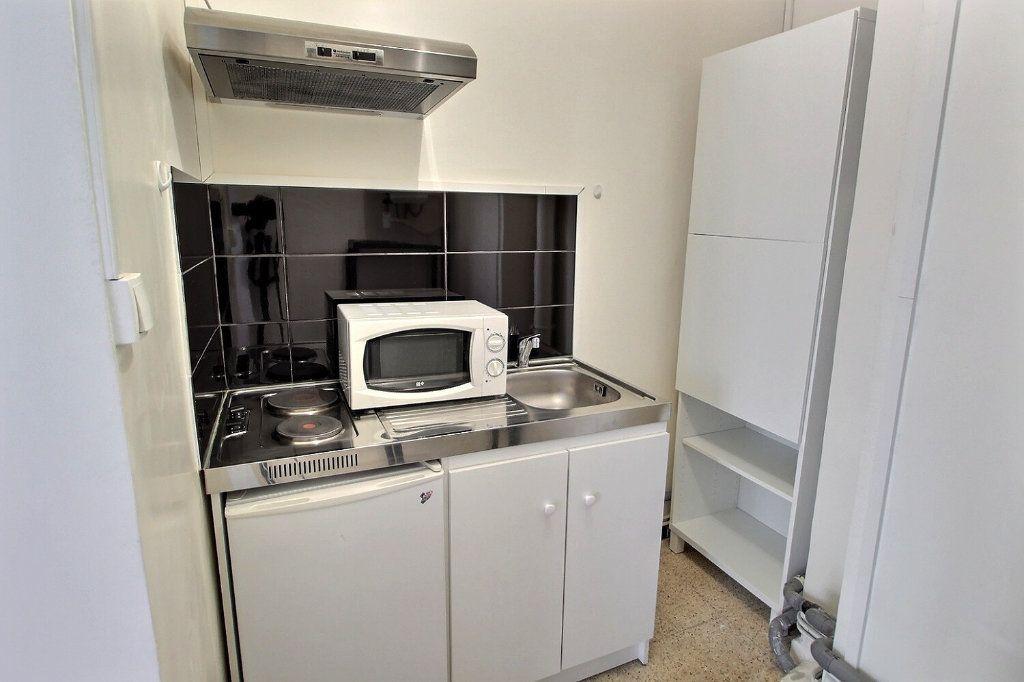 Appartement à louer 1 24m2 à Marseille 5 vignette-4