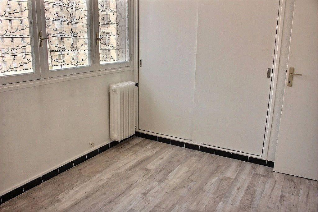 Appartement à louer 2 35m2 à Marseille 5 vignette-4