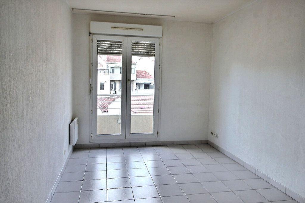 Appartement à louer 1 20m2 à Marseille 5 vignette-2