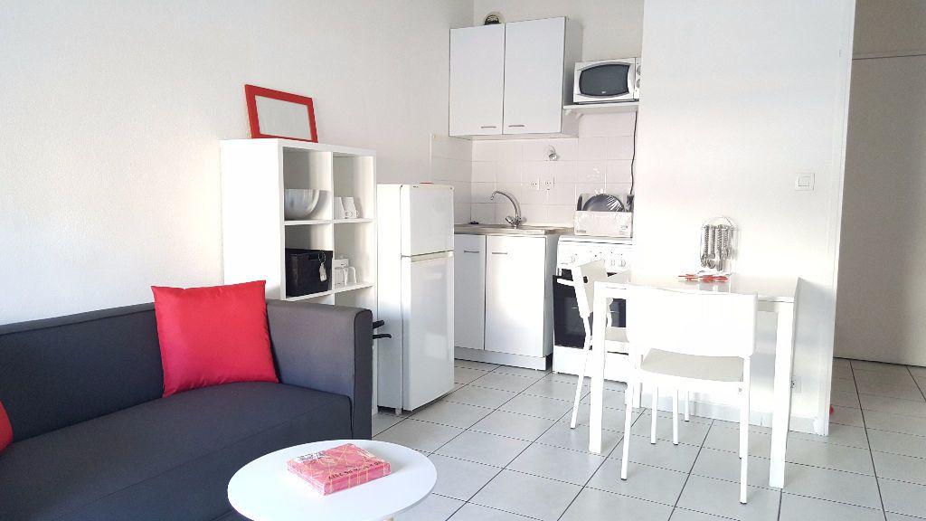 Appartement à louer 2 32m2 à Marseille 5 vignette-1