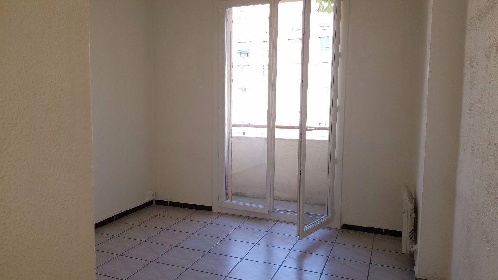 Appartement à louer 1 0m2 à Marseille 5 vignette-1