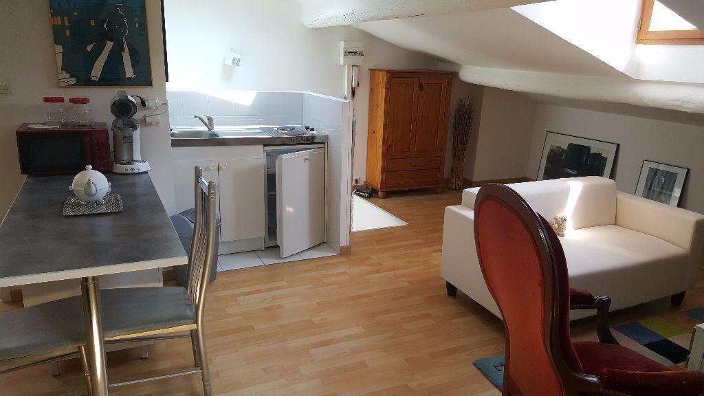 Appartement à louer 1 34m2 à Marseille 5 vignette-1