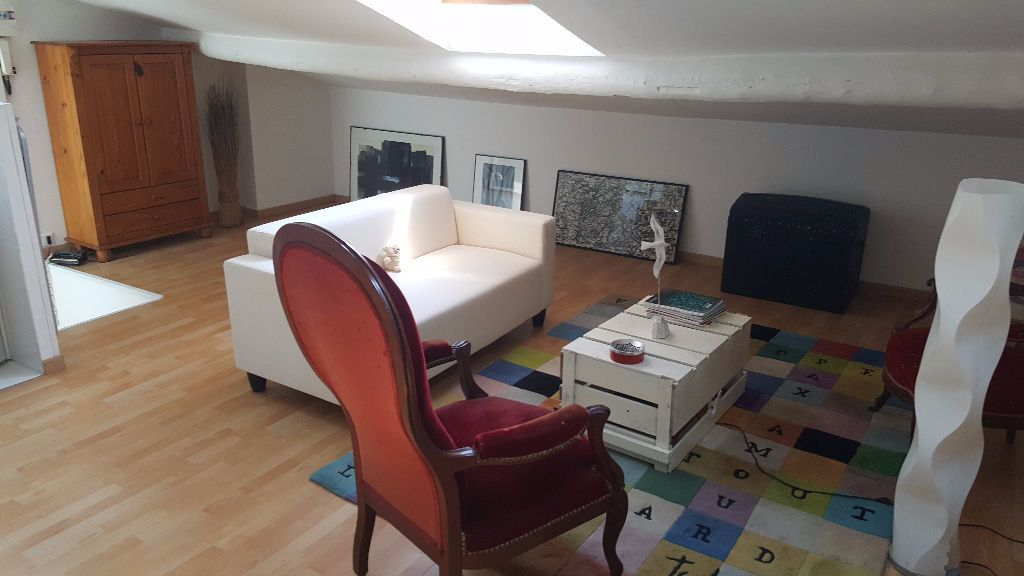 Appartement à louer 1 34m2 à Marseille 5 vignette-2