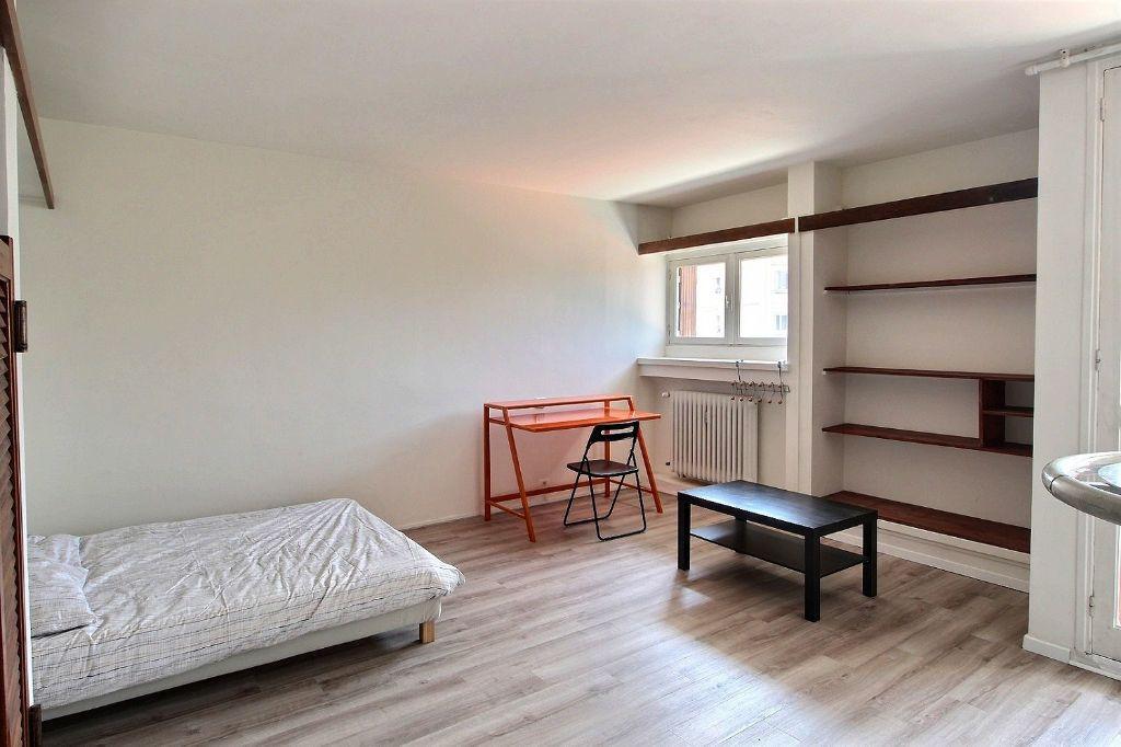 Appartement à louer 1 31m2 à Marseille 5 vignette-1