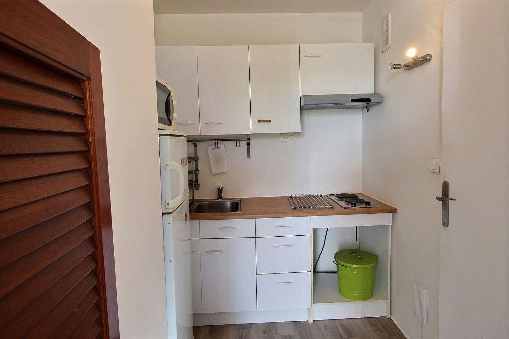 Appartement à louer 1 31m2 à Marseille 5 vignette-2