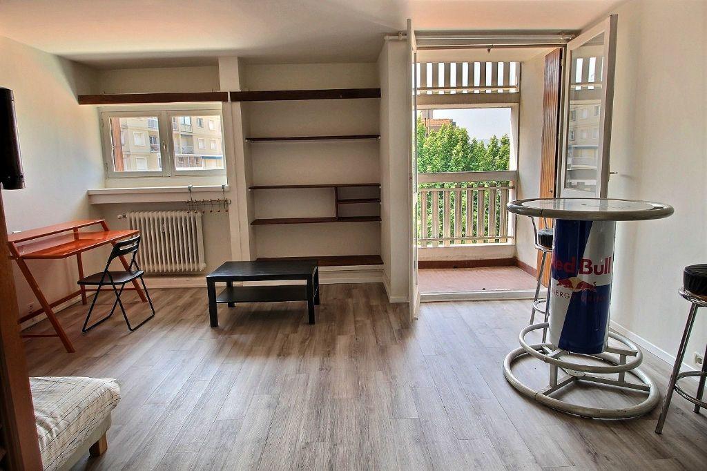 Appartement à louer 1 31m2 à Marseille 5 vignette-3