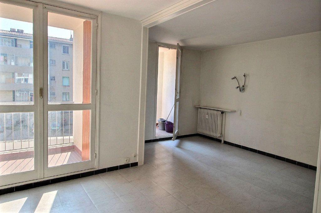 Appartement à louer 1 30m2 à Marseille 5 vignette-3
