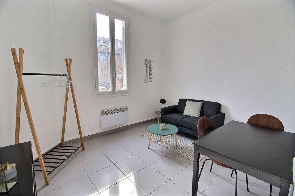 Appartement à louer 2 31m2 à Marseille 5 vignette-1