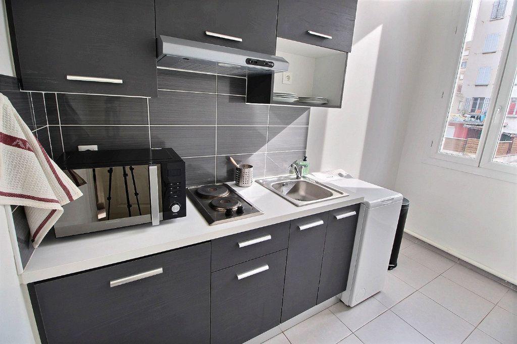 Appartement à louer 2 31m2 à Marseille 5 vignette-2