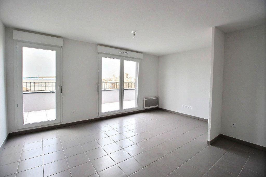 Appartement à louer 2 41m2 à Marseille 15 vignette-2
