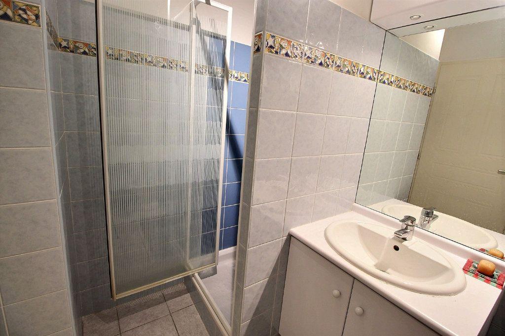 Appartement à louer 1 18m2 à Marseille 5 vignette-2