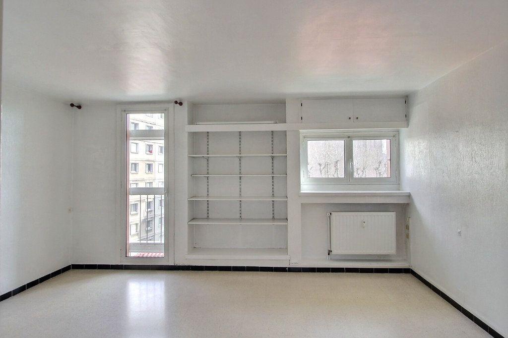 Appartement à louer 1 30m2 à Marseille 5 vignette-1